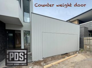 Counter weight garage door, flush install and clad by the builder to give a seamless finish #counterweightgaragedoor #flushgaragedoor